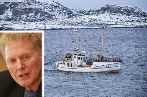 PÅ SLEP: Med 10 tonn torsk på slep kom Johnny Ingebrigtsen og M/K Nytind seilende inn til Gjesvær påskeaften i år. Ingebrigtsen (innfelt) advarer nå sine yrkesbrødre mot å selge kvotene sine ut av fylket.