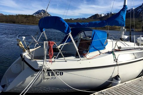 SAVNET: Seilbåten «Argo» var savnet et sted mellom Tromsø og Longyearbyen på Svalbard. Nå må seileren forklare seg om seilasen til politiet.