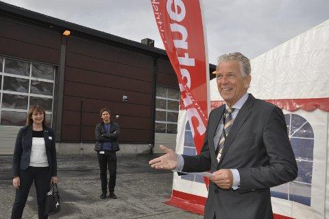 IKKE FESTBREMS: Konsernsjef Auke Lont i Statnett var tidligere i september i Alta for å markere åning av ny driftssentral i Alta. Samtidig lovet han utbygging av linjenettet i Finnmark, når det er behov for det. – Vi skal ikke være noen festbrems, sier han.