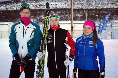 DELTAR I NORGESCUP: Ole Marius Jørgensen fra Vadsø skiklubb (f.v.), Sander Rosanoff fra Vadsø skiklubb og Hanna Harila Kristiansen fra Polarstjernen.