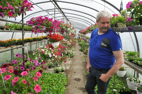 FIKK PRIS: Daglig leder hos Elvebakken blomster, Geir Tore Olsen, og hans kollegaer har hatt en voksende omsetning de ssiste årene.
