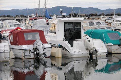 NY ORDNING: Fritidsbåter i småbåthavna i Bossekop. Ordningen med retur av utrangerte fritidsbåter er nå om sider kommet i gang.