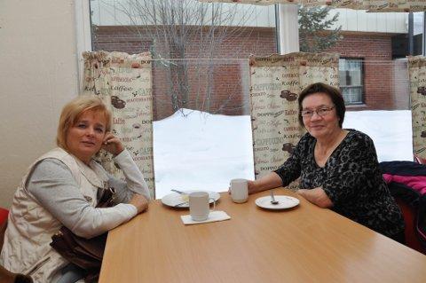 PÅ KAFE: iFinnmarks utsendte traff Marit Kirsten Anti Gaup og Marit Guttorm Graven ved kafebordet i  Karasjok fredag.