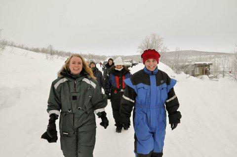 VERTINNE: Nav Finnmark-direktør Nina Haugen (til høyre) var arrangør for turen for arbeids- og sosialminister Anniken Hauglie.