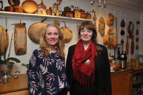 PÅ BESØK: Arbeids- og sosialminister Anniken Hauglie (til venstre) var mandag på besøk hos Maj-Lis Klingan og  Suolovuopmi fjellstue.