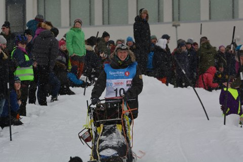 TAKKET FOR SEG: Kari Thomassen fra Alta og Tana brøt løpet i Varangerbotn.