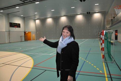 FORNØYD: Varaordfører Anita Håkegård Pedersen i Alta kommune er strålende fornøyd med den nye hallen.