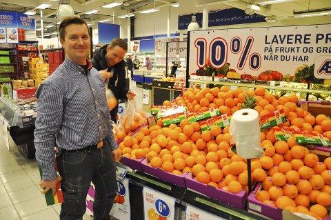 GULT GULL: Kjetil Haugsnes på Rema 1000 i Alta har hatt en godt salg foran årets påskehøytid.