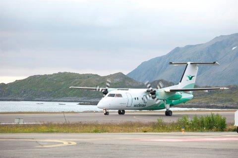 SKAL LANDE: Flytrafikken går som normalt på alle lufthavnene i Finnmark, bortsett fra én kansellering i Honningsvåg.