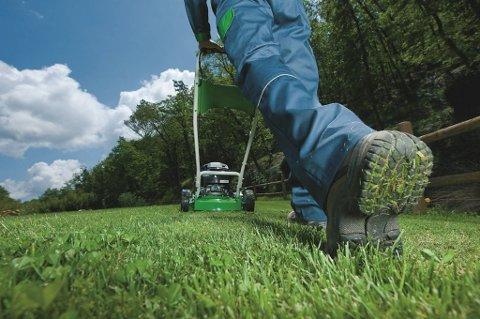 FÅR INN KLAGER: Politiet har fått flere klager på at folk klipper gresset på søndager. (Illustrasjonsfoto: ANB)