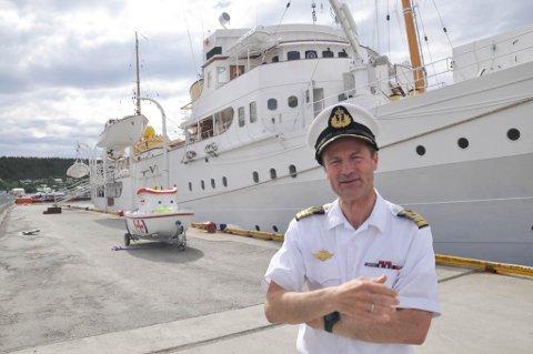 KAPTEIN: Kaptein Geir Thorkildsen og kongeskipet «Norge» ankom Alta søndag ettermiddag.