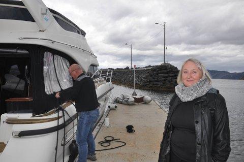 NYE PROBLEMER: Igjen er det problemer med fergesambandet Øksfjord - Hasvik. Ordfører Eva D. Husby fortviler.