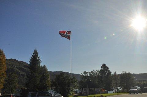 BURSDAGSVÆR: Kåfjord sykehjem hadde heist flagget til ære for jubilanten som er beboer på alders- og sykehjemmet.