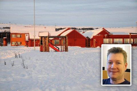 NEDBEMANNER: På gamle Fossen skole i Vadsø holder Kvalifiseringsenheten til. Hittil i år har de nedbemannet med 16,3 årsverk. Det neste året må sannsynligvis syv nye ansatte gå til andre stillinger. Hovedtillitsvalgt for Fagforbundet, Aron Haraldsen, sier de ansatte tar det tungt.