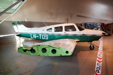 2010: Deler av halen og høyre vinge ble revet av da de traff en taubane, og flyet var nær ved å havarere.