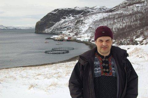 ØNSKER MER DIALOG: Ordførerkandidat Arnkjell Bøgeberg håper at diskusjonene i kommunestyret vil bli enda bedre nå som flere partier stiller liste til kommunevalget i Lebesby.