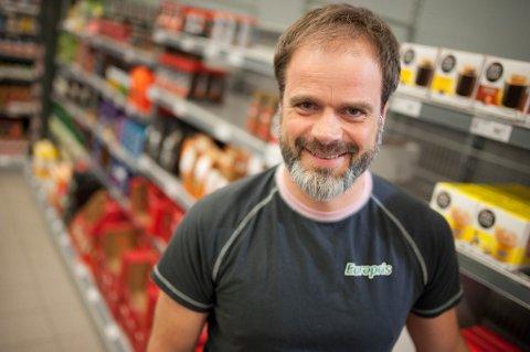 REKORDÅR: Butikksjef og eier av Europris Alta, Gunnar Ottesen er storfornøyd med å ha et knallår bak seg, men vil ikke juble når andre bedrifter sliter hardt. Arkivfoto.