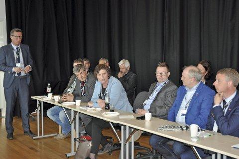 MER POLITIKK: Klar melding fra Petro Arctic-direktør Kjell Giæver (t.v.) til politikerne i nord; Stå på. Foto: Svein G. Jørstad