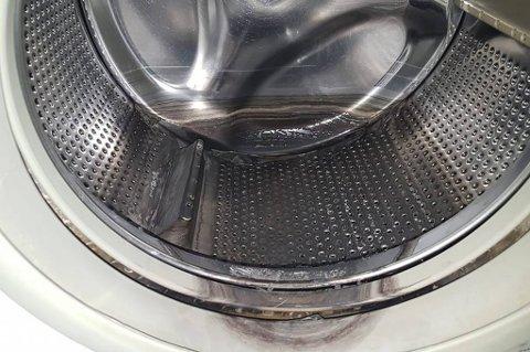 SVIDD: Slik så vaskemaskinen ut etter en klesvask, forteller Jimmy Samuelsen. Maskinen er kastet, og han har nå kjøpt ny.