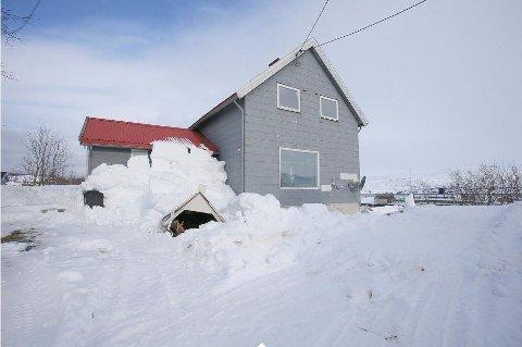 SNØRAS: Et større snøras hadde gått av taket på boligen når megleren kom for å ta bildene til salgsprospektet.