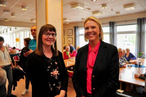 2 X SYLVI: Sylvi Listhaug (Frp) besøkte konstituert leder Sylvi Monika Andersen (til venstre) på Vertshuset eldresenter i Alta torsdag.