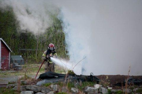 BRANT TIL GRUNNEN: Alerris flyktningtjeneste eier eneboligen som brant ned i Russeluft i natt