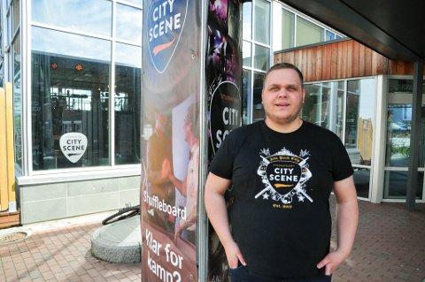 LEDER: Jonas Bertelsen Apeland er daglig leder på Studenthuset City Scene i Alta.