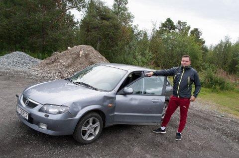 BULKET BIL: Skadene på bilen blir trolig en sak for forsikringen. Bilen var fortsatt kjørbar, ifølge Jan Ove Hermansen.