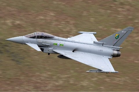 IDENTIFISERTE: Britiske jagerfly av typen Eurofighter Typhoon, lik det på bildet, skal ha rykket ut for å identifisere de russiske bombeflyene.