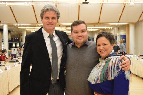 WE'LL MEET AGAIN: Ragnhild Vassvik avsluttet to år som fylkesordfører med å gjøre det klart at kampen mot sammenslåingen fortsetter. Her sammen med Øystein Ruud og Tarjei Bech Jensen.