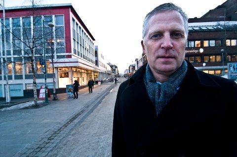 SKAL STARTE PENT: Øyvind Korsberg gjør det klart at han ikke setter seg i rådmannsstolen i Gamvik med ferdigsydde løsning. Først skal han lytte og lære.