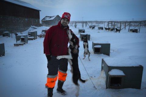 FINNMARKSLØPET: Mikal Lanes (45) har holdt på med hundeløp siden 2008. Hvor mange timer han bruker på å trene hundene, vil han helst ikke regne på.