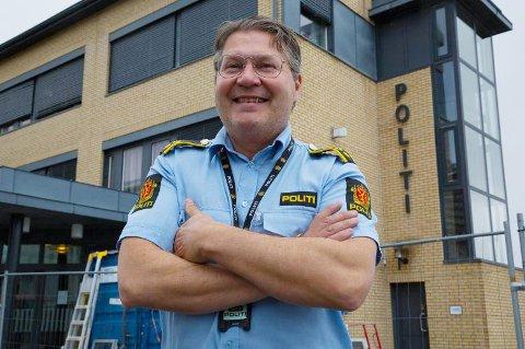 OPPLÆRING: Tarjei Leinan Mathiesen bytter etter tolv år ut Lakselv med Kirkenes, Nå kurses han for å lede operasjonssentralen ved politihuset i Kirkenes.