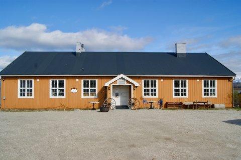 VERNEVERDIG: brakkene fra gamle Banak flyplass ble bygget rett etter krigen. Nå er dem klare for oppussing, men fylkeskommunen sier nei.