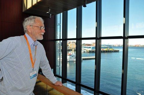 ERFAREN: Hogne Hongset er en erfaren person i energibransjen, med 20 år bak seg i oljebransjen. Bl.a. i Statoil/Equinor. Har siden han bel pensjonist vært spesialrådgiver for fagforeningen Industri energi. Her er han fotografert under en Barentshavkonferanse i Hammerfest.Foto: Svein G. Jørstad