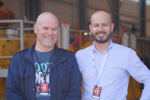 FORNØYDE: Viseadministrerende direktør i CCB, Cristian Valdes Carter (til høyre) er glad for at industrien i Kirkenes vinner nasjonale kontrakter i oljeindustrien. Her sammen med Nils Fjærvik, daglig leder i CCB Subsea.