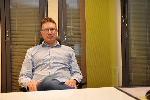 REAGERER: Espen Simonsen reagerer på timingen til e-posten fra det danske selskapet.