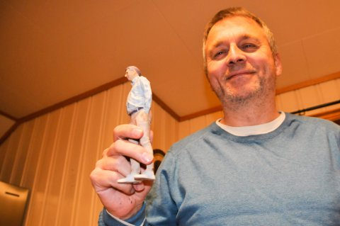 MED PONDUS: Jeg trodde jeg var slank. Men i ettertid ser jeg jo at jeg hadde en god pondus, ler Svein Sjøveian. Siden han fikk printet ut denne 3D-modellen av seg selv under et cruise i Middelhavet i juli 2019, har han gått ned 10 kilo etter en livsstilsendring med kostholdet sitt.