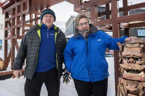SØKER: Nicole Hatle-Merten og Hans Hatle i Barents Safari bekrefter at de vil søke Sør-Varanger kommune om koronakroner.