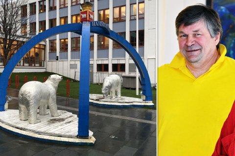 FORESLÅR RIVING: Knut Arnesen syns ikke Isbjørnportalen ser bra ut lenger. Arnesen er forøvrig avbildet i en annen sammenheng her.