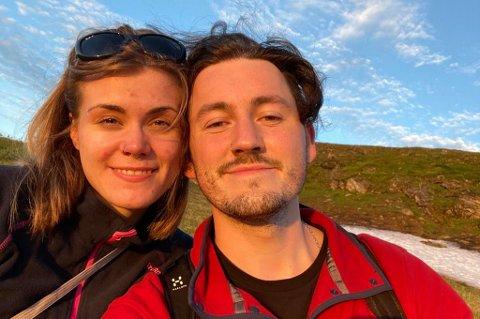 MÅ VENTE: Marte Hanssen og kjæresten Zach skulle endelig sees igjen i Tromsø. Men gjenforeningen gikk ikke helt etter planen.