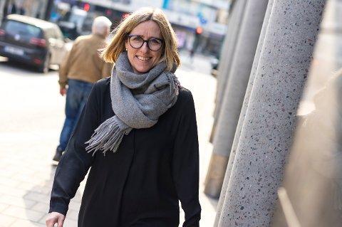 RÅDER Å AVVENTE: Therese Nielsen i Fremtind oppfordrer folk som har bestilt ferieturer til å avvente med å avbestille på grunn av koronasituasjonen.