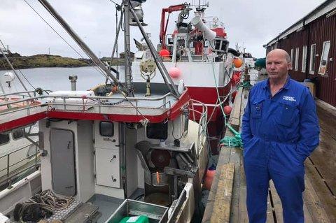 MINST TO: - Det burde vært et krav om at fiskerne var minst to i hver båt, sier den erfarne fiskeren Steinar Furøy på kaia i Sørvær.