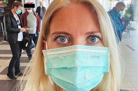 OPPFORDRING: Leder i Norsk Sykepleierforbund, Lill Sverresdatter Larsen, har en klar oppfordring til nordmenn. Hold dere i Norge i ferien. Her er hun på Langnes like før en flytur sørover.