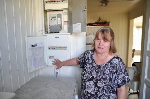 FEIL PÅ ANLEGGET: Sissel Fors kjøpte boligen i Alta i 2015 og oppdaget raskt at det elektriske anlegget ikke var som det skulle være.