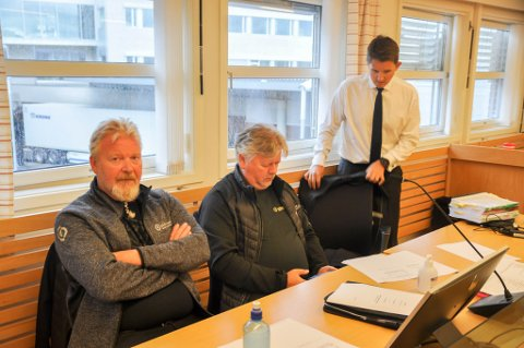 I TINGRETTEN: Raymond Solheim (fra venstre) og Paul Lampe i Elektronor sammen med sin  advokat Ronny Blankenberg.