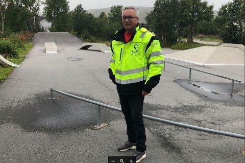 NÆRMESTE NABO: Jon Erland Baltos bedrift mister areal til fordel for skatepark.