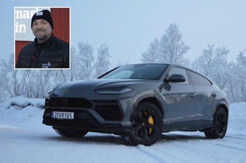 FORNØYD: Are Figved Smuk er godt fornøyd med det personlige bilskiltet han har valgt. Han er en av 98 finnmarkinger som har valgt å gjøre det samme.