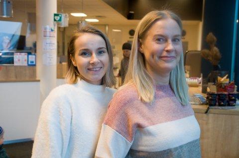 SKAL STYRE HOTELLET: Malin Tønnessen (24) overtar som hotellsjef etter Elin Westerholm (til høyre). Foto: Trond Ivar Lunga