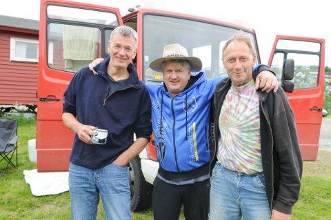 PÅ GUTTETUR: Tyskerne Wieland Krull (til venstre), Robert Schultheis og Rolf Dresel har kjørt fra Tyskland til Hammerfest. Foto: Trond Ivar Lunga
